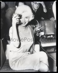 9m517 MARILYN MONROE 8x10 negative 1950s great seated close up holding a drink & smiling big!