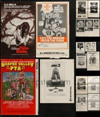 4m229 LOT OF 17 CUT PRESSBOOKS AND AD SLICKS 1970s advertising for a variety of different movies!