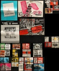 5d251 LOT OF 32 UNCUT PRESSBOOKS 1950s-1960s advertising for a variety of different movies!