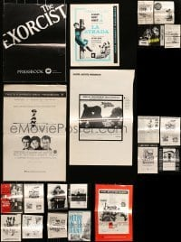 5d274 LOT OF 21 CUT PRESSBOOKS 1960s-1970s advertising for a variety of different movies!