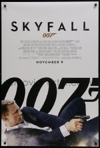 6r811 SKYFALL advance DS 1sh 2012 November 9 style, Daniel Craig as James Bond on back shooting gun!