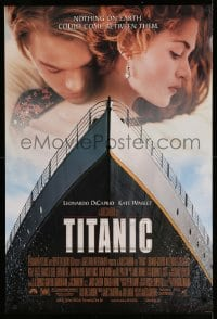 6r913 TITANIC 1sh 1997 great romantic image of Leonardo DiCaprio & Kate Winslet!
