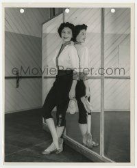7h108 BAND WAGON candid 8.25x10 still 1953 sexy Cyd Charisse relaxing in style by mirror!