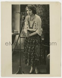 7h114 BEBE DANIELS 8x10.25 radio publicity still 1920s full-length speaking into NBC microphone!