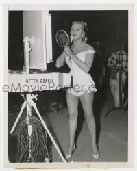 7h128 BETTY GRABLE 7.25x9 news photo 1952 returning to movies after year-long squabble with Fox!