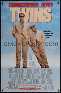 7k012 TWINS half subway 1988 Arnold Schwarzenegger & Danny DeVito are an unlikely duo!