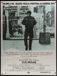 7y943 TAXI DRIVER French 1p 1976 classic image of Robert De Niro on street, Martin Scorsese!