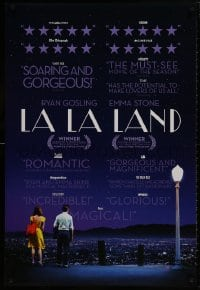 8w492 LA LA LAND DS 1sh 2016 Ryan Gosling & Emma Stone looking over city, reviews style!