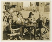 1a174 CECIL B. DEMILLE/JEANIE MACPHERSON/LOUELLA PARSONS deluxe 8x10 still 1920s relaxing on set!