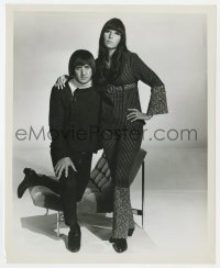 1a184 CHER/SONNY BONO 8.25x10 still 1960s standing together with Sonny kneeling on chair!