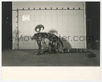 1a216 DARK CRYSTAL 8x10 test photo 1982 Scribe character posed against wall, Jim Henson & Frank Oz!