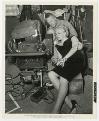 1a963 WHO'S GOT THE ACTION candid 8x10 still 1962 Lana Turner reviews film w/ director Daniel Mann!