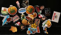 2y411 LOT OF 26 PIN-BACK BUTTONS 1990s great images from a variety of different movies!