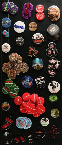 2y386 LOT OF 111 PIN-BACK BUTTONS 1990s-2000s great images from a variety of different movies!