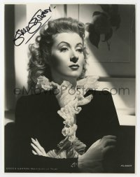 3d511 GREER GARSON signed 7.5x9.75 TV still R1960s great MGM studio portrait of the leading lady!
