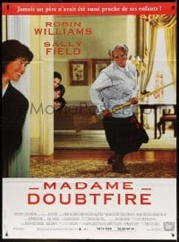 4b906 MRS. DOUBTFIRE French 1p 1993 great image of cross-dressing Robin Williams w/broom guitar!