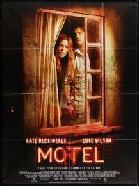 4b984 VACANCY French 1p 2007 Luke Wilson & Kate Beckinsale looking out window of the Mortel!