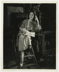 4d347 FAY WRAY  8.25x10 still 1934 full-length on the set relaxing between scenes by Lippman!