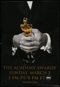 4r506 78th ANNUAL ACADEMY AWARDS 1sh 2005 cool Studio 318 design of man in suit holding Oscar!
