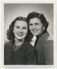 6h263 DEANNA DURBIN 8.25x10 still 1940 smiling portrait with her mother on Mother's Day!