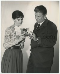 6h277 DIARY OF ANNE FRANK candid 8.25x10 still 1959 Millie Perkins & George Stevens read the book!