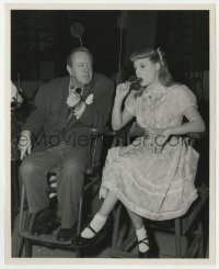 6h925 TOO YOUNG TO KISS candid 8.25x10 still 1951 director Leonard watches June Allyson w/lollipop!
