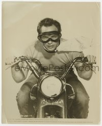 6h977 WILD ONE 8x10 still 1953 best portrait of Marlon Brandon wearing goggles on motorcycle!