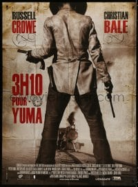 6k520 3:10 TO YUMA French 1p 2008 great image of Ben Foster with guns drawn in front of train!