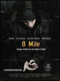6k522 8 MILE French 1p 2003 Eminem writing on his hand, Curtis Hanson, Detroit rap music!