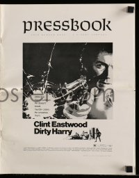 7s177 DIRTY HARRY pressbook 1971 great c/u of Clint Eastwood pointing gun, Don Siegel crime classic