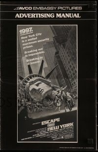7s195 ESCAPE FROM NEW YORK pressbook 1981 John Carpenter, Jackson art of decapitated Lady Liberty!