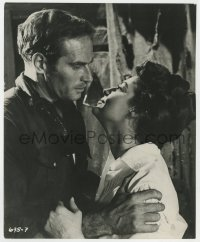 8g074 55 DAYS AT PEKING 8x10 still 1963 close up of Charlton Heston & Ava Gardner, Nicholas Ray!