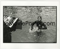8g046 JAWS deluxe candid 8x10 file photo 1975 Spielberg in wet suit filmed in water by Goldman!