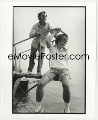 8g048 JAWS deluxe candid 8x10 file photo 1975 Steven Spielberg & Robert Shaw on boat by Goldman!