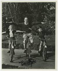 8p074 BOB HOPE signed 11.25x14 still 1950s on bicycles with his kids without using their hands!