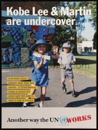 9c279 KOBE LEE & MARTIN ARE UNDERCOVER 18x24 special poster 2000 Australian children wear hats outside!
