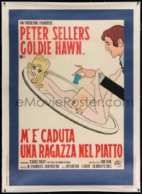 2a069 THERE'S A GIRL IN MY SOUP linen Italian 1p 1971 different art of Sellers & naked Hawn, rare!