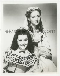 3f0957 ANN RUTHERFORD signed 8x10 REPRO still 1980s posing with Evelyn Keyes in Gone with the Wind!