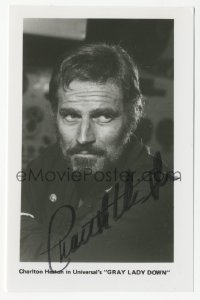 3f0896 CHARLTON HESTON signed 3x5 photo 1980s close portrait of the leading man in Gray Lady Down!