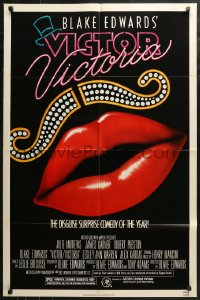 4m1315 VICTOR VICTORIA 1sh 1982 Julie Andrews, Blake Edwards, cool lips & mustache art by John Alvin!