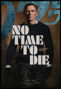 5h0008 NO TIME TO DIE teaser DS Thai 1sh 2020 image of Daniel Craig as James Bond 007 with gun!