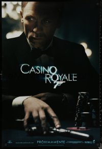 6s0970 CASINO ROYALE int'l Spanish language teaser DS 1sh 2006 Craig as Bond at poker table with gun!