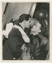 6w0168 FALLEN SPARROW 8.25x10 still 1943 romantic c/u of John Garfield & Maureen O'Hara by Kahle!