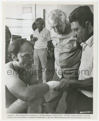 6w0169 FAT CITY candid 8.25x10 still 1972 director John Huston talking to Stacy Keach by boxing ring!