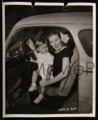 8g0025 JEANNE CRAIN 23 from 7.5x9.25 to 8x10 stills 1950s cool portraits of the star with family!