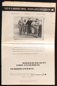 5b337 BONNIE & CLYDE pressbook '67 notorious crime duo Warren Beatty & Faye Dunaway!