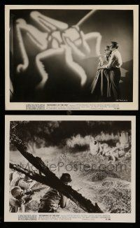9s936 BEGINNING OF THE END 2 8x10 stills '57 f/x + Graves & Castle w/ giant grasshopper on wall!